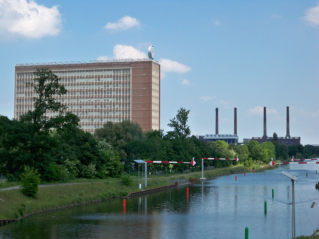 Headquarters of Volkswagen AG with the old power station and Mittellandkanal