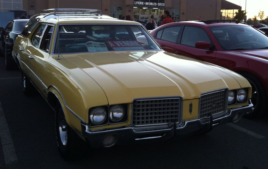 A 1972 Oldsmobile Vista Cruiser