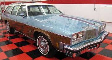 A 1976 Oldsmobile Vista Cruiser